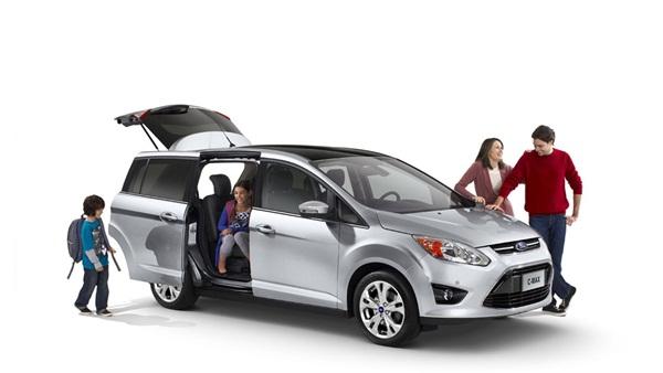 Những chuyến du lịch gia đình hay nhóm bạn thì xe 16 chỗ là sự lựa chọn tốt nhất