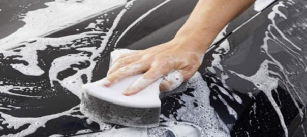 Rửa xe bằng xà phòng